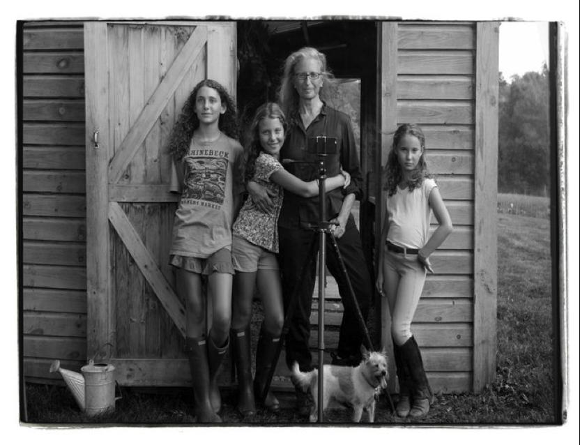 Annie Leibovitz with her children, Sarah, Susan and Samuelle, Rhinebeck, New York, 2015. Copyright: Annie Leibovitz